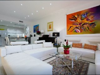 superb apartment with terrace 110m² 3 rooms, on the Croisette facing the sea, Cannes