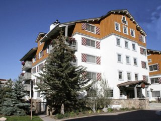 9 Vail Road 3-Bedroom Loft in Vail Village Walk to Lifts