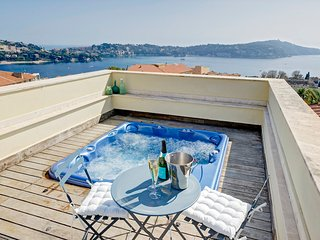 Villa Viola - dip into the rooftop terrace jacuzzi! AVAILABLE FOR GRAND PRIX!