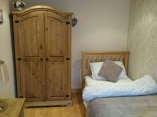 Dublin private room with Irish family with guest WC/Sitting room, free breakfast