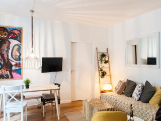 Magnificent and bright apartment near Montmartre