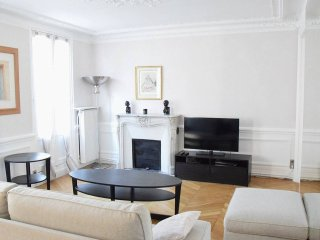 Amazing apartment 100m from Champs Elysees