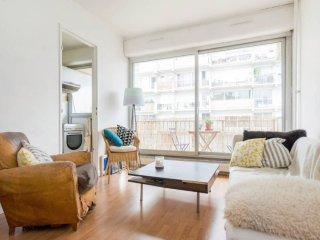 Amazing apartment with balcony / Trendy area