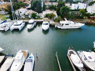 Apartamento con vistas al canal, parking privado, en Santa Margarita, Roses