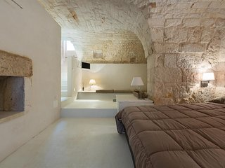 817 Typical House with Hydro-Massage Tub in Ostuni