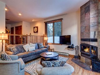 Royal Glen 33 Townhome Pet Friendly Downtown Frisco Colorado Lodging