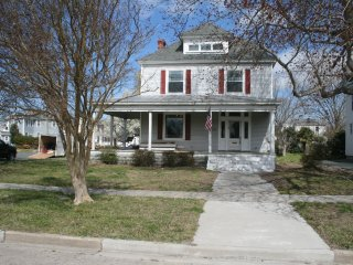 Totally Renovated- walk to beach, main street, park- relaxing/quiet location, Cape Charles