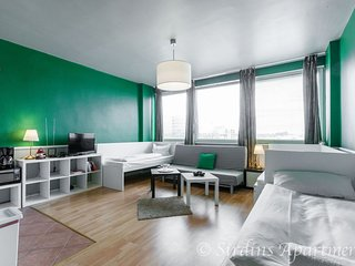Green Home apartment in Schöneberg with WiFi & lift.