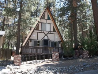 """The Ponderosa"" - A funky & fun cabin experience, Wrightwood"