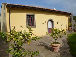 Villa ALLORI: Deluxe unique rural house amid vineyards and olive trees, Castiglione di Sicilia
