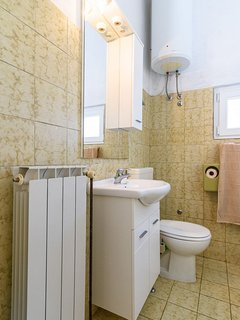 A Gornji (4+2): bathroom with toilet