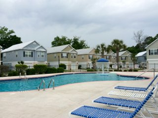 Gated Community 4 BR/3BA Minutes to Ocean