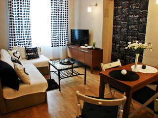 Black Coffee apartment in Stare Miasto with WiFi.