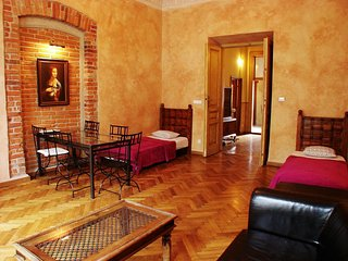 Royal apartment in Kazimierz with WiFi & lift.