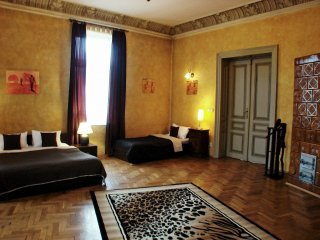 Touch of Africa apartment in Kazimierz with WiFi & lift.