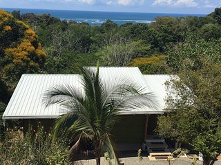 Casa Chiquita, very private, Ocean view, near the beach, 2 wheel access