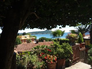 Garden Apartment with Lake View, Terrace and Garden, Indipendent Entrance/House, Solcio