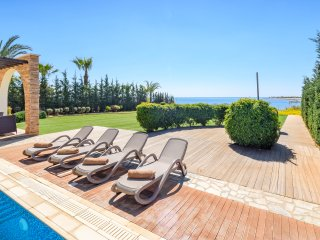 Villa Briony, luxury seafront