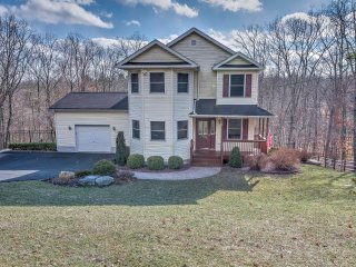 Event-Friendly East Stroudsburg Home Near Shawnee!