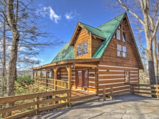 NEW! 3BR Sevierville Cabin Bordering National Park