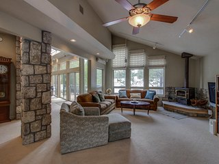 Upscale, dog-friendly home on golf course w/ private hot tub & SHARC passes!