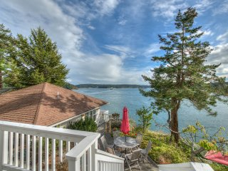 Waveside Dreams, Two Luxurious Waterfront Cottages on a Terraced Hillside., Orcas