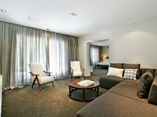 Luxury villa Self Catering in Bishop Court-Constantia, Cape Town