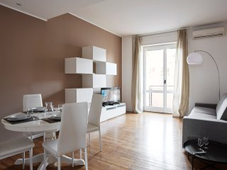 Spacious 2bdr apartment in Sant'Ambrogio area