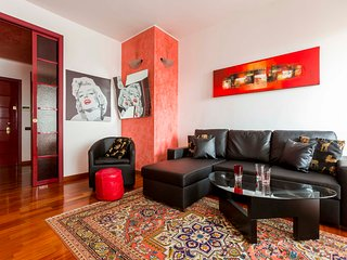 Spacious 1bdr steps from Garibaldi-Isola district