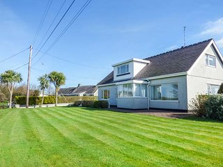 FFRWD WIN detached, very well-appointed, sauna, close to beaches, Llanfaethlu, R