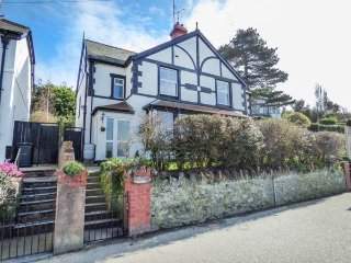 ALDERSYDE, semi-detached, open fire, large garden, in Conwy, Ref 947198