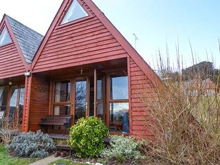 THE WAVES, semi-detached lodge on a holiday park, on-site facilities, inc