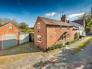 BORROWERS COTTAGE, woodburner, character features, country views, in Condover