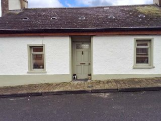 80 NEW STREET, terraced, woodburner, enclosed garden, nr Lismore, Ref 955120