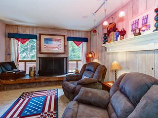 Dog-friendly, cozy condo close to Giant Steps Lift, perfect for a family!