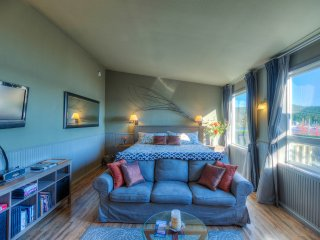 Kingfish Inn -- Orcas Island Suites with Waterviews