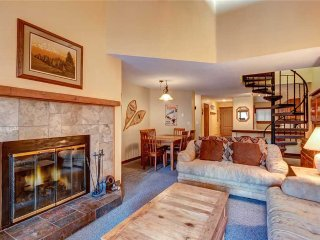 2bdrm/2ba ski-in condo w/on-site hot tubs + sleeps 10!