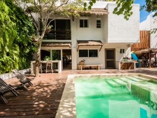 Beautiful house in downtown Cancun, walking distance from the beach!