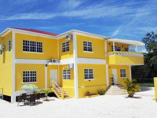 Ethan's Hideaway - Spacious Studio Apartment, Belize City