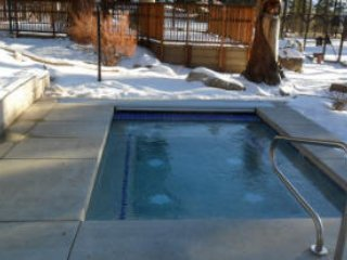 3br+ Home, Hot Tub, Wi-Fi, Foosball, Club House w/ pool, saunas, tennis, etc...