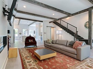 The exceptional 3 bed | 2.5 bath | Gorgeous Views, Comfortable, and Modern!, Savannah
