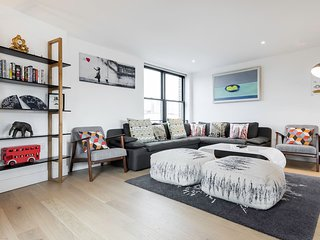 Cool and Contemporary 3 Bedroom Apt in Borough