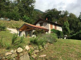 Bellissimo rustico a 7 km da Orta S.Giulio-Classic Italian chalets  restored, Omegna