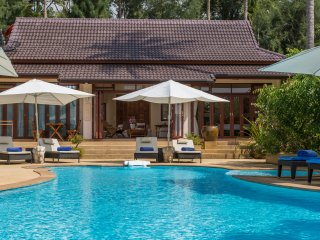 Beachfront Luxury with private pool, 4 BRM and idyllic  tropical gardens