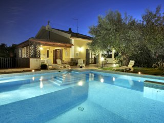 Villa with jacuzzi pool near sandy beach