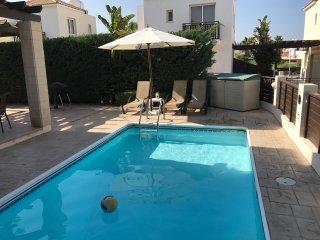 Daisy Duck Villa - Sunset Villas 2 - 2 bedroom villa - private pool - family