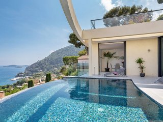 Amazing 5 BR Beachfront Villa, Fornells de la Selva