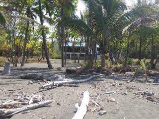 Casa Rosa, Glamping in Playa Zancudo Costa Rica