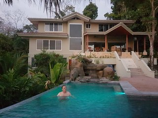 Casa Bella Vista, Near the Beach, Largest Pool in Town, Awesome Views, Privacy!