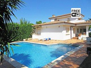 Beautiful villa with private pool in L´Escala